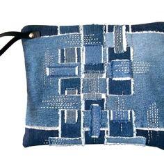 Grande pochette en jeans recyclés , matelassée ,travaillée et brodée main : belle île