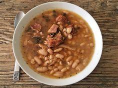 Receta de fabada asturiana preparada en crockpot (olla lenta) Slow Cooker Recipes, Crockpot Recipes, Recetas Crock Pot, Cheeseburger Chowder, Soup, Vegetables, Cooking, Kitchen, Gastronomia