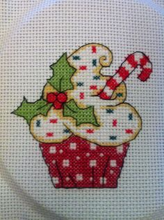 Trendy Embroidery Patterns Christmas Winter Ideas Cupcake Cross Stitch, Xmas C. Cupcake Cross Stitch, Xmas Cross Stitch, Cross Stitch Kitchen, Cross Stitch Cards, Cross Stitching, Christmas Cross Stitches, Christmas Embroidery Patterns, Diy Embroidery, Cross Stitch Embroidery