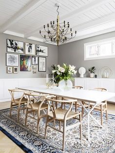 Nice dining room design with large dining table Teal Dining Chairs, Dining Table, Dining Rooms, Decoration Gris, Living Furniture, Eclectic Decor, Scandinavian Interior, Dining Room Design, Interiores Design
