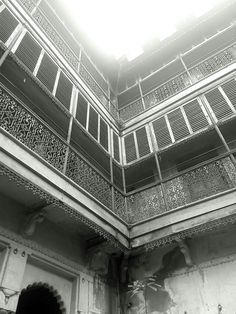 That 100 year old building!!! #varanasi