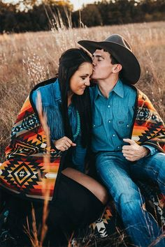 Engagement Pictures A Letter From Your Photographer - COWGIRL Magazine - Have you ever thought about the relationship between you and your photographer being intimate and close-knit? Western Family Photos, Country Couple Pictures, Cute Country Couples, Cute Couple Pictures, Romantic Couples, Couple Photos, Family Pictures, Engagement Photo Poses, Western Engagement Photos
