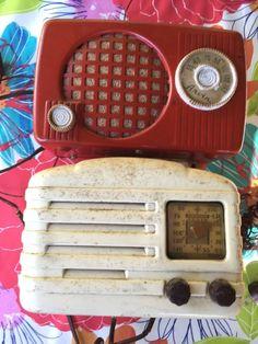 2-VINTAGE 1950'S ARVIN RED METAL TUBE RADIO MODEL 440-T +522A Cream