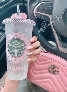 Starbucks Cup Art, Custom Starbucks Cup, Starbucks Tumbler, Bebidas Do Starbucks, Starbucks Drinks, Pink Love, Pretty In Pink, Baby Pink Aesthetic, Cute Cups