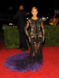 Beyoncé in Givenchy | the dress is too much and her make up and hairdo are too less