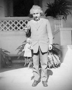 Albert Einstein holding a puppet that looks like him. As you do. via foralskelse.