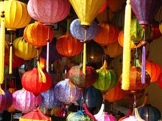 In Japan and China, silk lanterns are used to decorate the dwellings on traditional festivals, gala events and momentous occasions since many years. Shop Interior Design, Store Design, Chinese Theme, Chinese Interior, Summer Dream, My Little Girl, American Girl, Lanterns, Craft Projects
