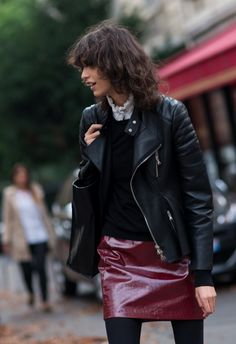 """""""A Fashion that does not reach the Streets, is not Fashion"""" - Coco Chanel Hipster Grunge, Grunge Goth, Over The Top, Fashion Story, Fashion Outfits, Womens Fashion, Modell Street-style, Rockabilly, Leather Jacket Outfits"""