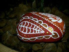 pedras decoradas - motivos mendhis decorated stones - mendhis reasons