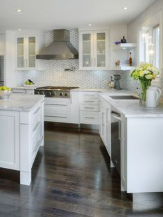 Painted shaker style doors and drawers in Benjamin Moore BM OC-65 Chantily Lace --- Polished 'Bianca Carrera' marble countertops