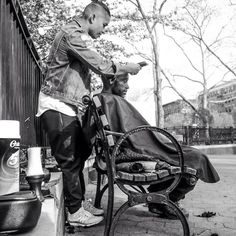 On Sundays Mark Bustos - a generous and inspiring NYC hairstylist - cuts hair of the homeless for free on the streets of New York (VIII) l Photo @DevinTheDinoe l #heartwarming #BeAwesomeToSomebody #NYC