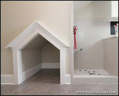 2014 trends in new builds: In 2014 custom homes, dog houses and pet showers that. - Home Design Inspiration Dog Washing Station, Dog Rooms, Rooms For Dogs, Dog Shower, Bath Shower, Parade Of Homes, Dog Houses, House Dog, Mudroom