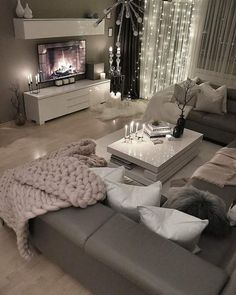 28 Cozy Living Room Decor Ideas To Copy Loving this grey modern and c. - 28 Cozy Living Room Decor Ideas To Copy Loving this grey modern and cozy living room dec - Home Living Room, Apartment Living Room, Home Decor, Apartment Decor, Cozy Living, Living Room Grey, Living Room Decor Cozy, Living Decor, Home And Living