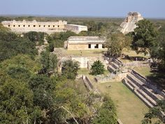 Set in the Puuc Hills,whitch lent thair name to the architectural patterns in this region uxmal was an important city during late classic period(600-900AD) of a region that encompassed the satalite towns of Sayil,Kabah,Xlapak an Labna.Althrough Uxmal means Thrice build in mayan. it was actualy reconstructed 5 times