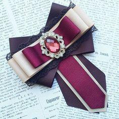 Купить или заказать Брошь-галстук и бантики школьные в интернет-магазине на Ярмарке Мастеров. Набор для школьницы состоит из броши-галстука и двух очень надежных и крепких резиночек для волос. Готовый прекрасный ансамбль под Вашу форму. Позвольте Вашему ребенку быть не таким, как все! Ribbon Jewelry, Ribbon Art, Ribbon Crafts, Ribbon Bows, Steampunk Accessories, Diy Hair Accessories, Fashion Accessories, Brooches Handmade, Handmade Jewelry