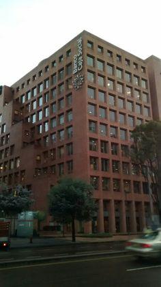 Edificio del Banco Caja Social de la Carrera Séptima con calle 77, en Bogotá.