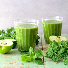 Kale, Apple and Feijoa (aka Pineapple Guava) Smoothie - Nadia Lim Green Smoothie Kale, Healthy Green Smoothies, Smoothie Prep, Apple Smoothies, Green Smoothie Recipes, Mint Smoothie, Healthy Drinks, Superfood, Guava Recipes