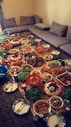 [I ate] traditional Kurdish food Turkish Recipes, Indian Food Recipes, Afghanistan Food, Iran Food, India Food, Kurdish Food, Food Porn, Food Snapchat, Food Platters