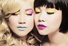 I love the girl on the left's eyeshadow...