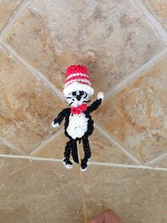 Rainbow Loom The CAT in the HAT. Designed and loomed by Cheryl Spinelli.