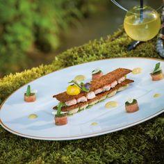 Ecrevisses & anguille fumée en millefeuilles de pain d'épices, crème d'anchois et oeuf de caille confit // Recette réalisée par Emmanuel Hebrard