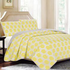 Hexagon Tile Yellow 3-piece Reversible Quilt Set