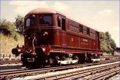 "The Metropolitan Railway electric locomotive ""Sarah Siddons"". Now preserved. London Underground Train, Metropolitan Line, Workshop Shed, Metro Subway, Steam Railway, U Bahn, Electric Train, British Rail, London Transport"
