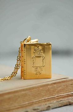 Book LOCKET Golden Photo Locket Pendant