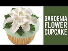How to Make Buttercream Gardenia Flowers - Free Cake Videos Buttercream Flowers Tutorial, Frosting Flowers, Fondant Flowers, Buttercream Roses, Cake Decorating Techniques, Cake Decorating Tutorials, Cookie Decorating, Cake Icing, Eat Cake
