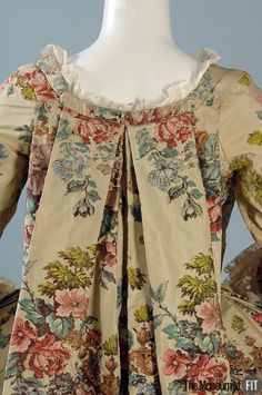 Detail back view, robe à la francaise, France or Italy, c. 1735. Cream silk taffeta brocaded with large floral motifs.