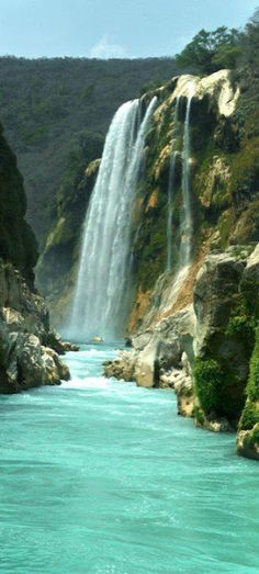 Cascada Tamul (Tamul Falls) in San Luis Potosí, México • photo: Eduardo Ysla on Panoramio