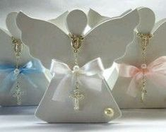 más y más manualidades: Crea hermosas cajitas con forma de ángel Christening Present, First Communion Favors, Communion Cakes, Baby Shower Deco, Baptism Party, Party In A Box, Party Items, Christmas Activities, Christmas Angels