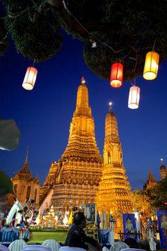 Wat Arun on New Year's Day, Bangkok, Thailand