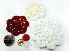 Häkelblüten Set & Vintage Knöpfe - Rot, Beige Weiß.