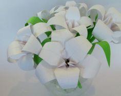 Ramo de seis lirios de origami en blanco puro, los cumpleaños, los aniversarios primero, aniversario de papel, buena salud