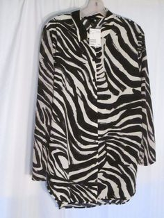 H & M sz. M POLYESTER BLACK & WHITE ANIMAL PRINT BUTTON  SHIRT BLOUSE NWTS$10.00 #HM #ButtonDownShirt