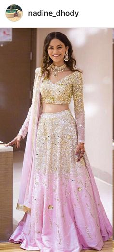 Pink and gold lengha Indian Bridal Outfits, Indian Party Wear, Indian Bridal Fashion, Pakistani Outfits, Indian Dresses, Mode Bollywood, Bollywood Fashion, Indian Engagement Outfit, Style Indien