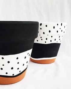 Hand painted terra cotta pot, black and white painted terra cotta pot with varnish, indoor planter pot with drainage hole. Painted Plant Pots, Painted Flower Pots, Ceramic Flower Pots, Ceramic Planters, Flower Pot Art, Diy Flower, Decorative Planters, Terracotta Pots, Terra Cotta
