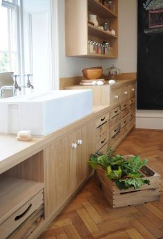 Artichoke worked with the renowned interior designer Ilse Crawford to develop the style of this bespoke kitchen in a Grade II listed Regency house. Rustic Kitchen, Kitchen Decor, Kitchen Ideas, Kitchen Pantry, Regency House, Cocinas Kitchen, Unfitted Kitchen, Interior Decorating Styles, Transitional Kitchen
