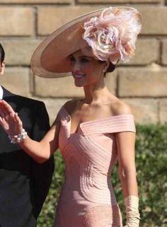 Gown w unique collar w hat