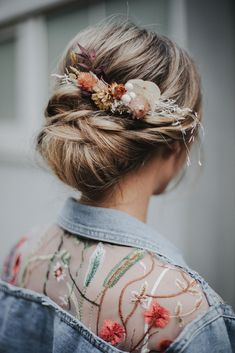 Hairstyle Names, Bun Hairstyles For Long Hair, Bohemian Hairstyles, Pretty Hairstyles, Wedding Hairstyles, Hair Health And Beauty, Hair Beauty, Floral Hair, Floral Crown