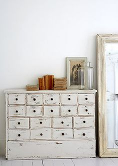 DISTRESSING :: perfect mix of whites