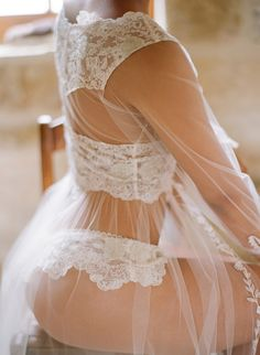How sexsy is this Claire Pettibone luxury lingerie! | Photography: Elizabeth Messina