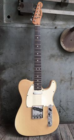 These fender telecaster guitar are really nice! Fender Telecaster, Fender Guitars, Gretsch, Gibson Guitars, Acoustic Guitars, Paul Reed Smith, Guitar Amp, Cool Guitar, Simple Guitar