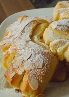Máslové hřebeny se skořicí Sweet Recipes, French Toast, Bakery, Food And Drink, Rolls, Cooking Recipes, Yummy Food, Sweets, Bread