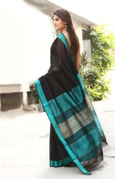 The timeless beauty of a sari at Fabindia - Rear View Indian Attire, Indian Ethnic Wear, Indian Style, Saris, Indian Dresses, Indian Outfits, Indian Clothes, Simple Sarees, Saree Photoshoot