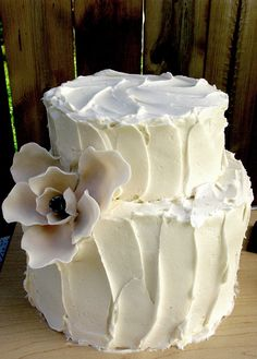 beautifully iced wedding cake