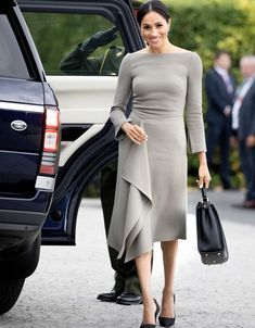 Meghan Markle stunned in a Roland Mouret dress on her second day in Ireland. #meghanmarkle #meghanmarkledress #meghanmarkleoutfit #meghanmarklestyle #royals