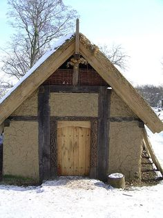 The Viking Social Structure might be considered to be the simple kind of social structure. Check Out what were those classes and see how the Viking society was arranged. Medieval Village, Medieval Houses, Viking Hall, Vikings, Larp, Viking House, Long House, Tiny House Movement, Historical Architecture