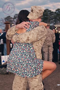 this is soo soo cute! if i ever have a soldier, this would be what i would wait for all the time we are away! Military Couples, Military Love, Army Love, Marine Love, Im Coming Home, Navy Wife, Love Scenes, Young Love, Make Me Smile
